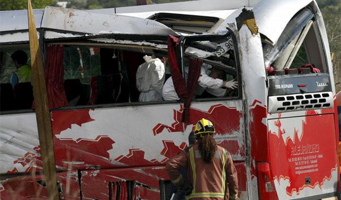 Si rovescia bus a Freginals. 13 vittime, 7 sono italiane