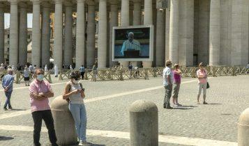 Angelus, Papa Francesco sul maxischermo di piazza San Pietro, 24 maggio 2020