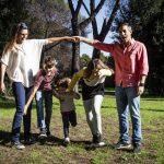 famiglia felice, genitori e figli, bambini, parco