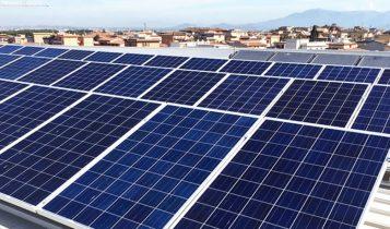 pannelli solari sul tetto, energia rinnovabile, ecosostenibile