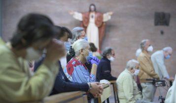 prima messa con i fedeli post-coronavirus, parrocchia di Santa Francesca Romana, fase 2, 18 maggio 2020