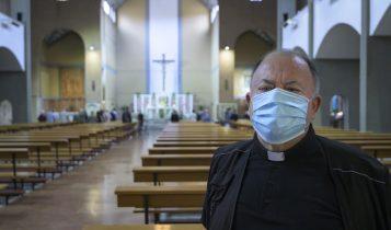 prima messa con i fedeli post-coronavirus, parrocchia di Santa Francesca Romana