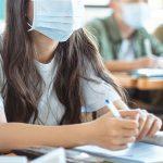 bambini con mascherine, scuola, superiori